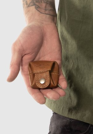 LINUS - Wallet - hazelnut