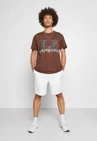 Night Addict - T-shirt imprimé - brown - 1