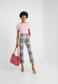 Vivetta - T-shirt con stampa - pink - 1