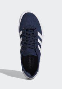 adidas Originals - DELPALA SHOES - Zapatillas skate - blue - 2