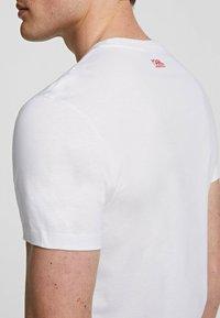 KARL LAGERFELD - Print T-shirt - white - 4