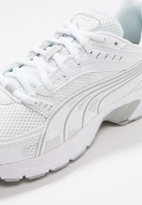Puma - AXIS - Zapatillas - white/high rise - 5