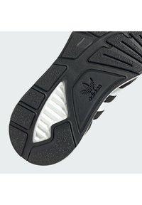 adidas Originals - Trainers - cblack/ftwwht/hazros - 10