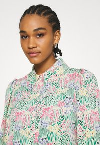 Monki - NALA BLOUSE - Košile - light green - 3