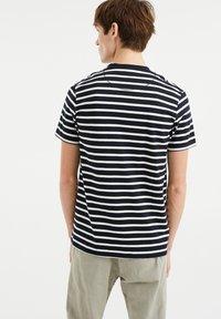 WE Fashion - MET STREEPDESSIN - Print T-shirt - dark blue - 2