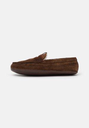 SLY - Domácí obuv - cigar