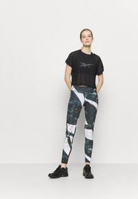 Reebok - WORKOUT READY PRINTED LEGGINGS - Punčochy - black - 1