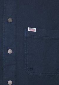 Tommy Jeans - LIGHTWEIGHT OVERSHIRT - Skjorter - blue - 2