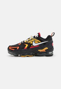 Nike Sportswear - AIR VAPORMAX EVO SE - Sneakersy niskie - black/white/orange/university gold/university red/sail - 0