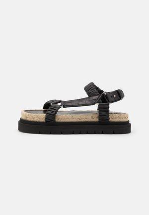 NOA STRAPPY PLATFORM SLIDE - Sandály na platformě - black