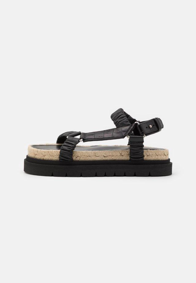 NOA STRAPPY PLATFORM SLIDE - Sandalen met plateauzool - black