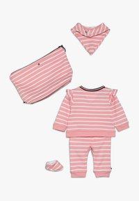 Tommy Hilfiger - BABY RUGBY STRIPE GIFTPACK SET - Foulard - pink icing - 1