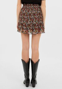 Stradivarius - MIT PRINT - Shorts - rose - 2