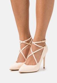 Buffalo - REMY - Classic heels - beige - 0