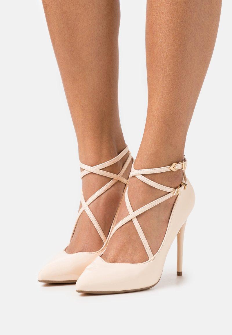 Buffalo - REMY - Classic heels - beige