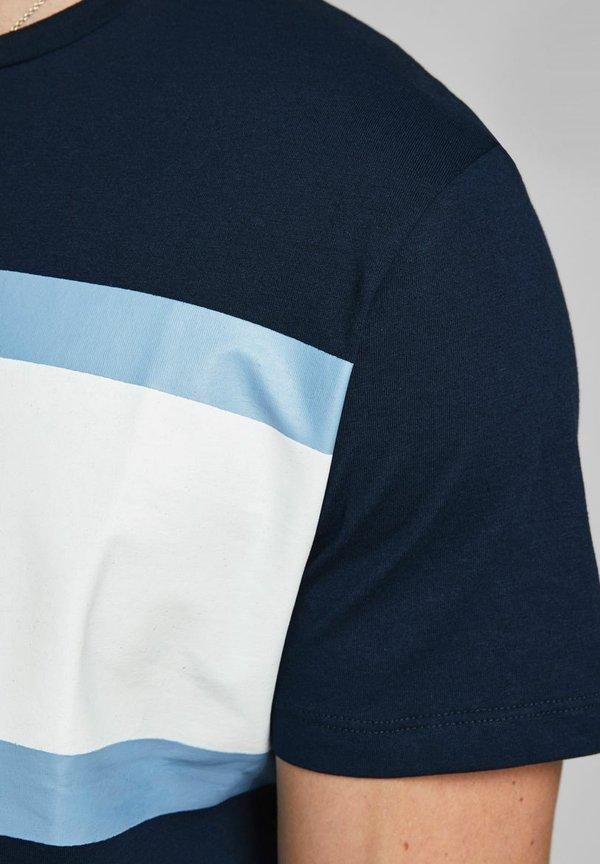 Jack & Jones SHAKE TEE CREW NECK - T-shirt z nadrukiem - navy blazer/granatowy Odzież Męska HJKJ