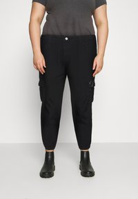 Missguided Plus - CARGO - Relaxed fit jeans - black - 0