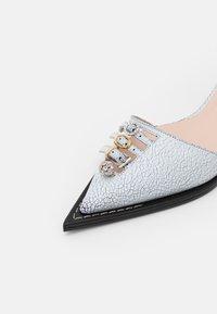 N°21 - SLINGBACK - Classic heels - white - 6