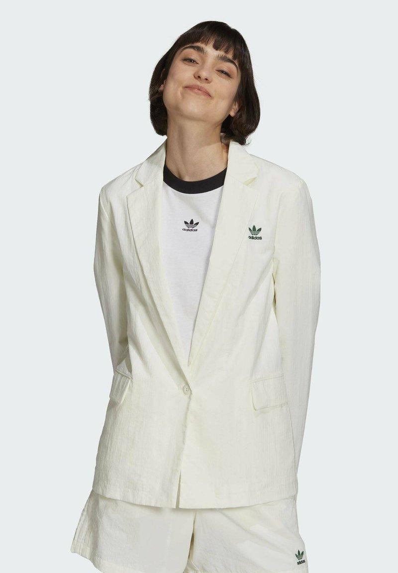 adidas Originals - TENNIS LUXE BLAZER ORIGINALS JACKET - Blazer - off white