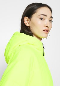 Nike Sportswear - CORE  - Light jacket - volt/black - 5
