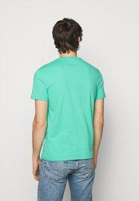 Polo Ralph Lauren - CUSTOM SLIM FIT JERSEY CREWNECK T-SHIRT - Basic T-shirt - sunset green - 2