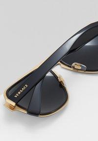Versace - Sluneční brýle - black - 4