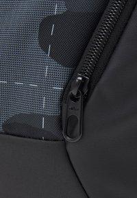 Nike Performance - S DUFF UNISEX - Treningsbag - smoke grey/black/white - 3