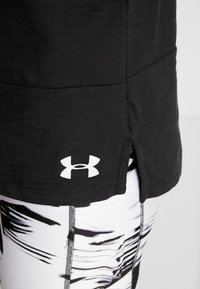 Under Armour - CHARGED  - Print T-shirt - black/white - 6