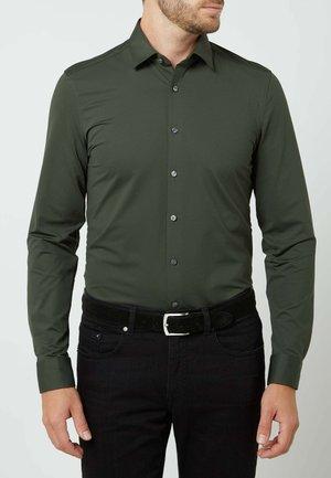SUPER - Overhemd - olivgrün