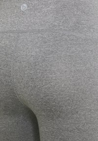 Cotton On Body - MATERNITY CORE CAPRI OVER BELLY - Medias - mid grey - 2