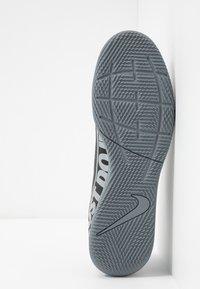 Nike Performance - MERCURIAL VAPOR 13 CLUB IC - Botas de fútbol sin tacos - black/metallic cool grey/cool grey - 4
