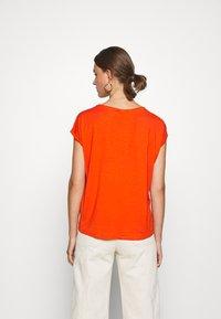 Vero Moda - VMAVA PLAIN  - Basic T-shirt - red clay - 2