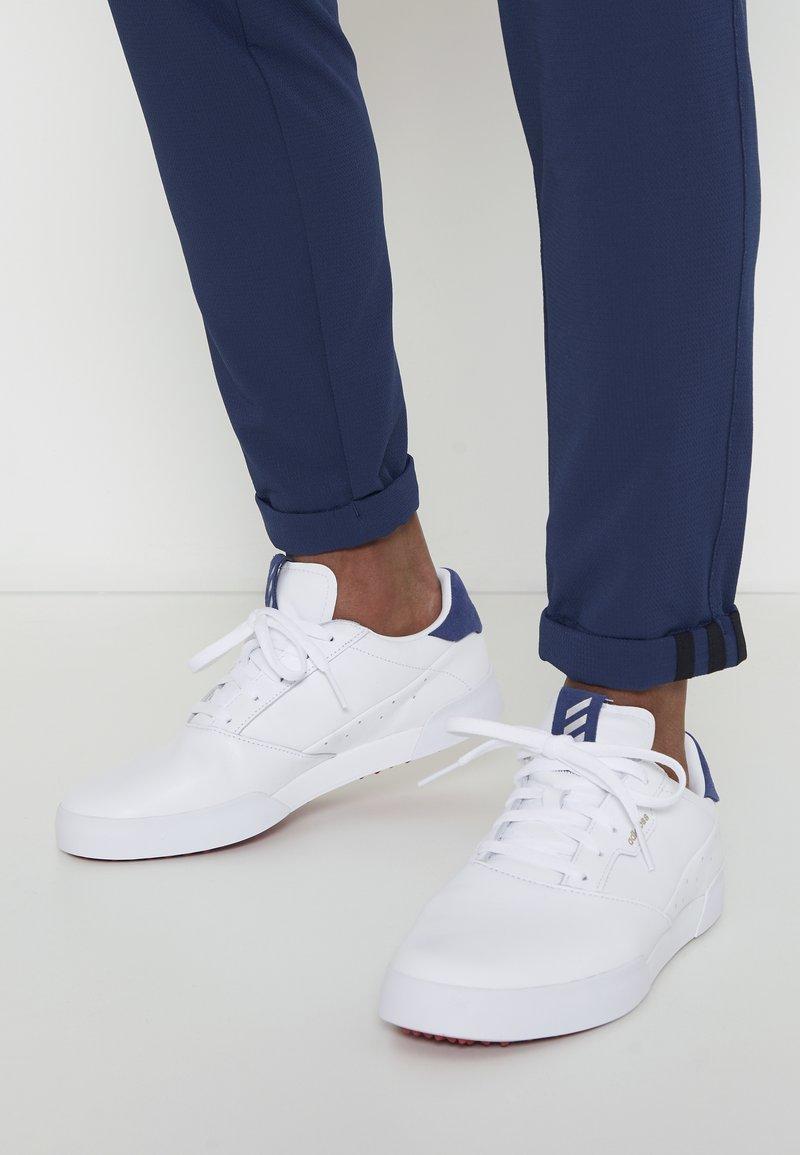 adidas Golf - ADICROSS RETRO - Golf shoes - footwear white/silver metallic/tech indigo