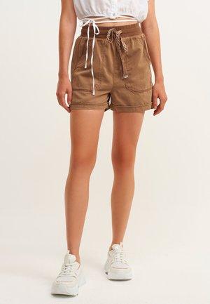 Shorts - antik tawny