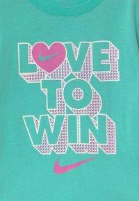 Nike Sportswear - PIXEL POP SCOOTER SET - Falda acampanada - mint - 3