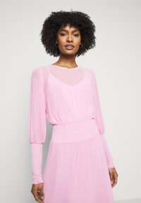 Bruuns Bazaar - THORA ELLIEA DRESS 2-IN-1 - Sukienka letnia - pink lavender - 3