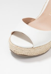New Look - PADY TIE UP WEDGE - Sandalias de tacón - white - 2