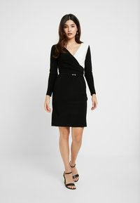 Lauren Ralph Lauren Petite - ALEXIE LONG SLEEVE DAY DRESS - Fodralklänning - black/white