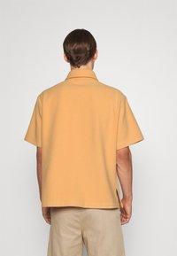 Martin Asbjørn - WILLY SHIRT - Shirt - apricot - 2