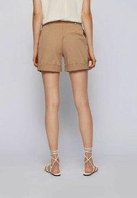 BOSS - TAGGIE - Shorts - beige - 2
