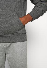 Calvin Klein Jeans - MONOGRAM BADGE GRINDLE HOODIE - Luvtröja - black - 5