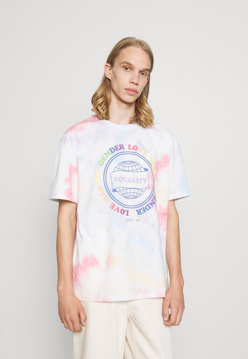 Jack & Jones - UNISEX JORSMILE TEE CREW NECK - Print T-shirt - cloud dancer