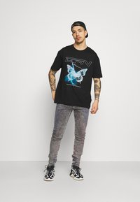 Good For Nothing - WITH ELECTRIC BUTTERFLY - Print T-shirt - black - 1