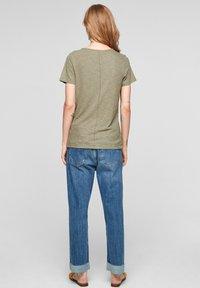 s.Oliver - Print T-shirt - summer khaki placed artwork - 2