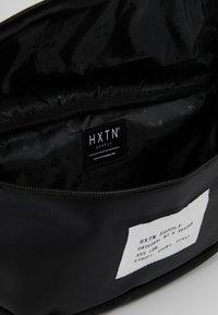 HXTN Supply - UTLITY OVERSIZE - Taška spříčným popruhem - black - 4