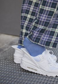 Nike Sportswear - AIR MAX 90 FLYEASE UNISEX - Sneakers laag - white - 2