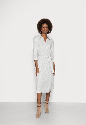 DRESS - Pletené šaty - light grey 5