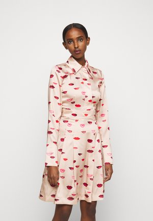 LIPS PRINT DRESS - Day dress - almond beige