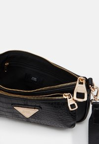 River Island - Across body bag - black - 2