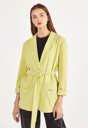 Krátký kabát - yellow